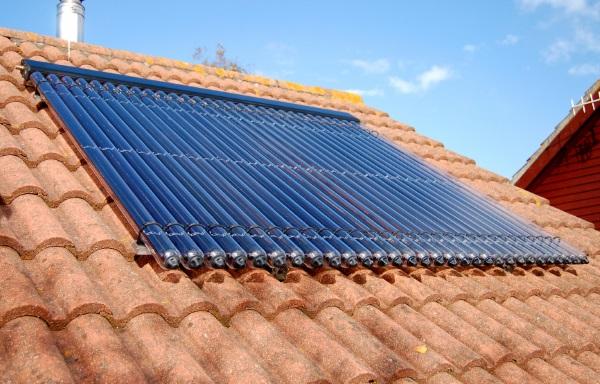 Pannelli Solari Termici per l Acqua Calda  ecco l Impianto Solare Termico ea74cba3f8d